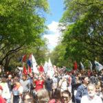 Uruguay: Sindicalistas latinoamericanos marchan contra el neoliberalismo