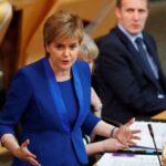 Nicola Sturgeon ve erróneo encarcelar a líderes electos en Cataluña