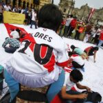 Peruanos agradecen a la selección de fútbol tras clasificación a Rusia 2018 (FOTOS)