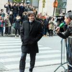 Expresidente catalán Puigdemontno irá a España y pide ser interrogado en Bruselas