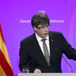 Puigdemont renuncia a sueldo de expresidente por considerarse vigente