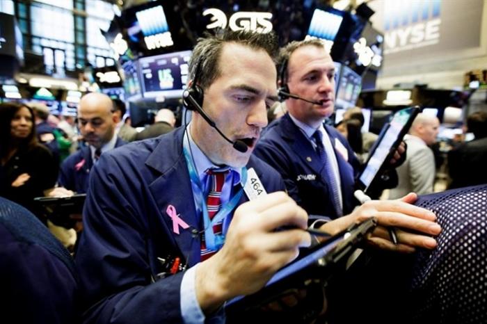 Wall Street sufre caída al ser arrastrada por el sector tecnológico