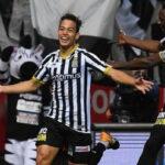Christian Benavente distinguido como el jugador de noviembre en Liga de Bélgica