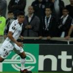 Paolo Hurtado cierra el año anotando un doblete para el Vitoria Guimarães