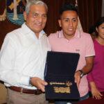 """Municipalidad de Trujillo entrega las 'Llaves de la Ciudad"""" a Christian Cueva"""