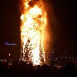 Árbol de Navidad se reduce a cenizas en plena fiesta de Año Nuevo (Video)