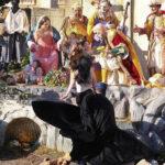 Activista feminista intenta llevarse al niño Jesús del belén del Vaticano