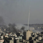 Gaza: Ejército israelí bombardea posiciones de Hamás tras lanzamiento de cohetes