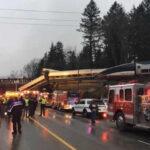 EEUU: Tren de pasajeros se descarrila en puente sobre autopista, numerosos heridos (VIDEO)