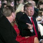 La incómoda fiesta navideña de Trump con la prensa que le cubre