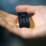 Se presentó el teléfono móvil más pequeño del mundo (Video)