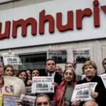 Turquía: Mantienen en prisión a 5 acusados del diario opositor Cumhuriyet