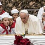 Papa Francisco celebró cumpleaños 81 con los niños y una pizza gigante (VIDEO)