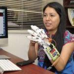 México: Diseñan guante que traduce lenguaje de señas para sordomudos