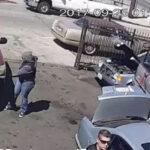 EEUU: Agentes de ICE con rifles arrestan inmigrantes latinos (VIDEO)