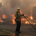 EEUU: Incendios dejan un muerto, 750 casas destruidas y miles de evacuados