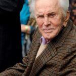 Actor Kirk Douglas cumple hoy 101 años en Los Ángeles