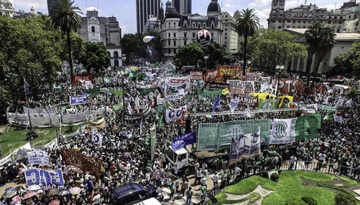 Organizaciones sociales y gremios se movilizan contra las reformas