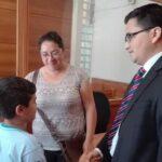 Niño chileno recibe de regalo de Navidad 3 días de libertad de padre recluido