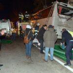 Turquía: Al menos 11 personas mueren al estrellarse autobús