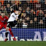 Copa del Rey: Valencia toma la delantera imponiéndose por 2-1 al Alavés