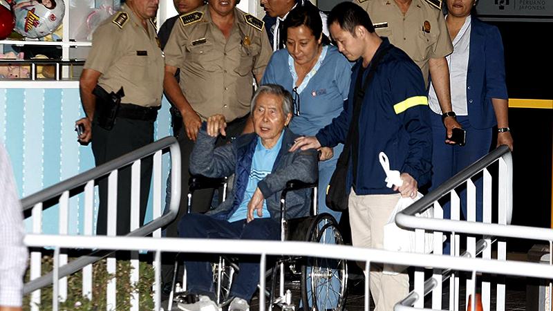 Lavan banderas en rechazo al indulto de Alberto Fujimori — Ayacucho