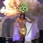 Traje de concursante de belleza se incendia en pleno desfile (Video)