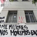 Chile: Lanzan bombas incendiarias a iglesia en protestapor visita del Papa (VIDEO)