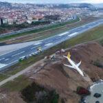 Turquía: Avión con 162 pasajeros se despista y queda al borde de acantilado (VIDEO)