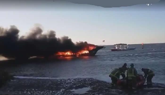 Se incendia bote en Florida; muere una mujer