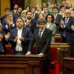 Independentistas catalanes acuerdan proponer investidura de Puigdemont