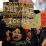 EEUU: Por orden judicial reanudan renovaciones de permiso bajo el DACA