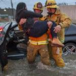 EEUU: Incendios y miles de evacuados deja primera tormenta del año en California