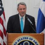EEUU: Embajador en Panamá renuncia por no poder seguir política de Trump (VIDEO)