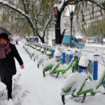 China mantiene alerta por tormenta de nieve que ha causado 13 muertos