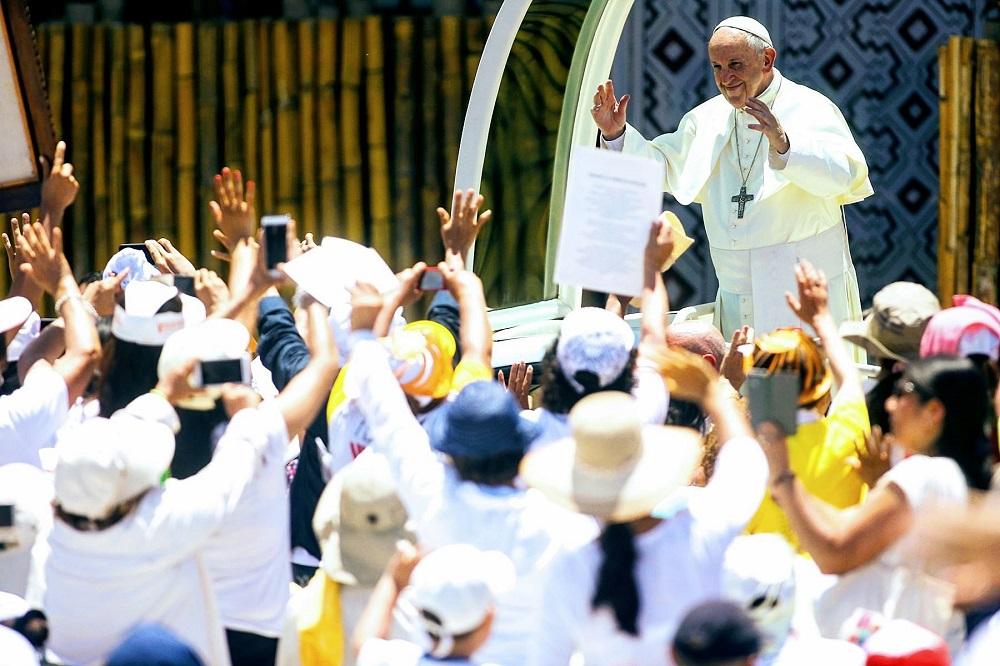Papa Francisco termina visita a Trujillo y viaja hacia Lima