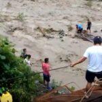 Cusco: Buscan desaparecidos al caer puente en Kimbiri (VIDEO)