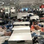 Sudáfrica: Manifestantes atacan tiendas de H&M por publicidad racista (VIDEO)