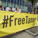 Turquía: Un tribunal pone en libertad con cargos al presidente de AI