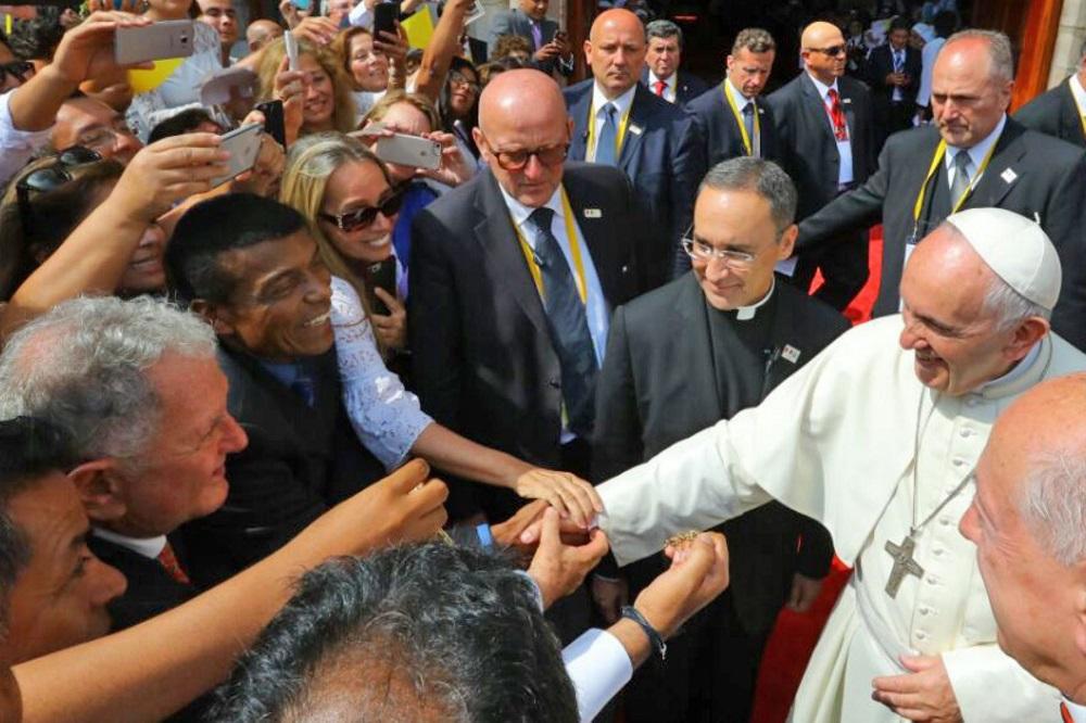 Francisco en Perú: Teófilo Cubillas saludó al Sumo Pontífice