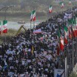 Miles de iraníes expresan su apoyo al régimen para contrarrestar protestas
