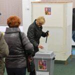 Cierran colegios electorales de presidenciales checas
