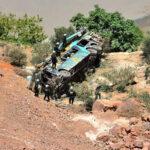 Arequipa: Rescatan cuerpos de fallecidos por caída de bus (VIDEO)