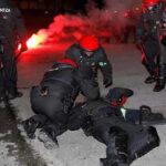Batalla de hinchas españoles y rusos deja un policía muerto y decenas de heridos (VIDEO)