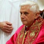 """El Vaticano: Benedicto XVI no sufre una """"enfermedad paralizante"""""""