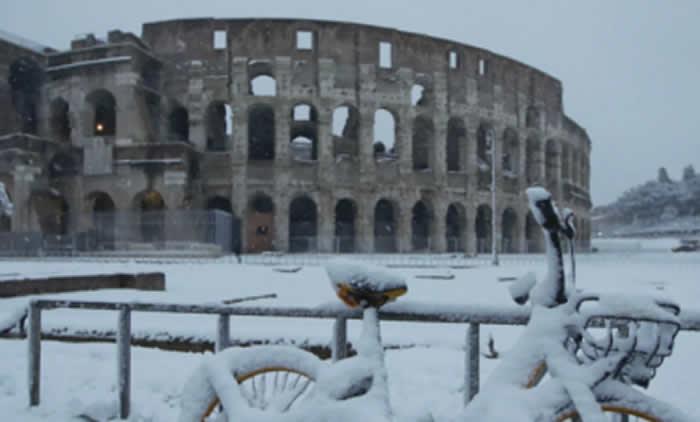 Nieve desata 'la guerra' en el Vaticano — FOTOS