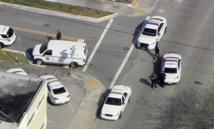 Falsa toma de rehenes en bar de Miami, informó Policía local