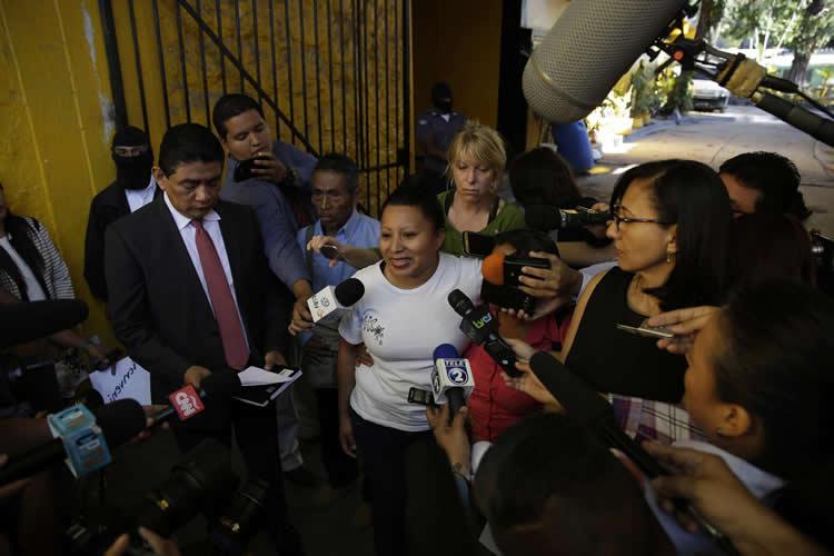 Conmutan pena a Teodora Vásquez, acusada de aborto y recobra su libertad