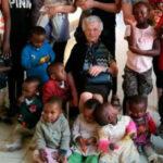 Italia: Abuelita de 93 años viaja a Kenia para trabajar como voluntaria en orfanato (FOTOS)