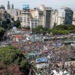 Argentina: Más de 200 mil manifestantes marchan contra ola de despidos del gobierno (VIDEO)